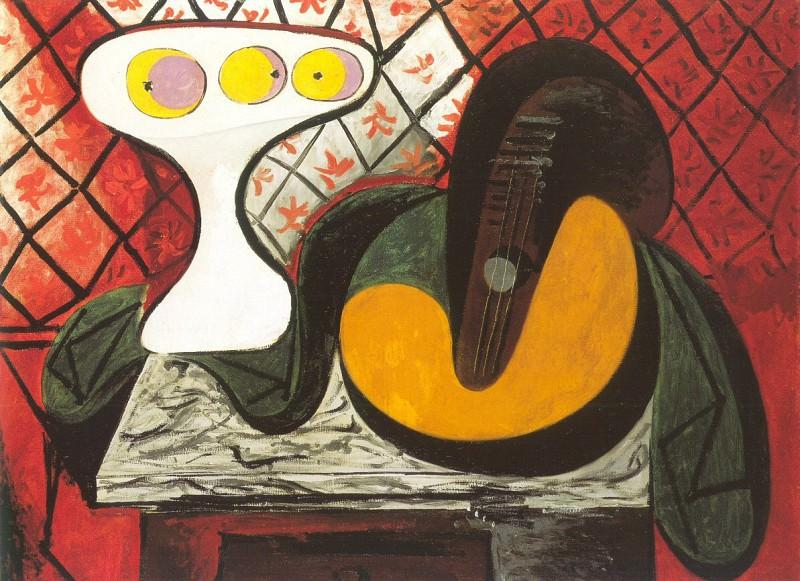 1932 Compotier et mandoline. Pablo Picasso (1881-1973) Period of creation: 1931-1942 (guitare)