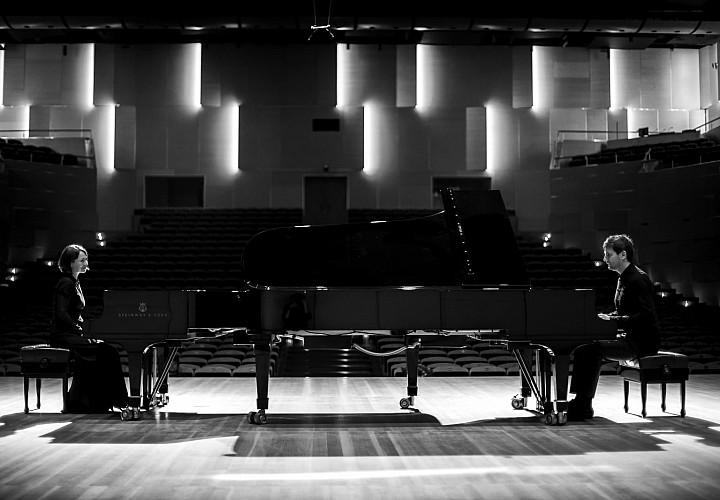 Piano Duet: «B like Britannia»