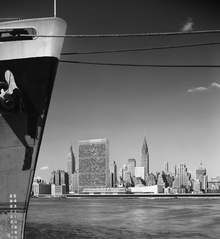Эзра Столлер. Штаб-квартира ООН. Арх.: международная группа архитекторов во главе с Уоллесом К. Харрисоном. Нью-Йорк, шт. Нью-Йорк, 1954