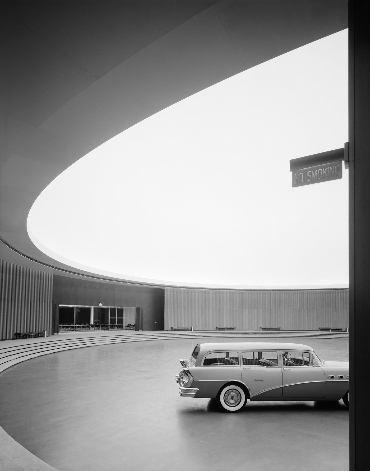 Эзра Столлер. Технический центр «Дженерал Моторс». Арх.: Ээро Сааринен. Уоррен, шт. Мичиган, 1950