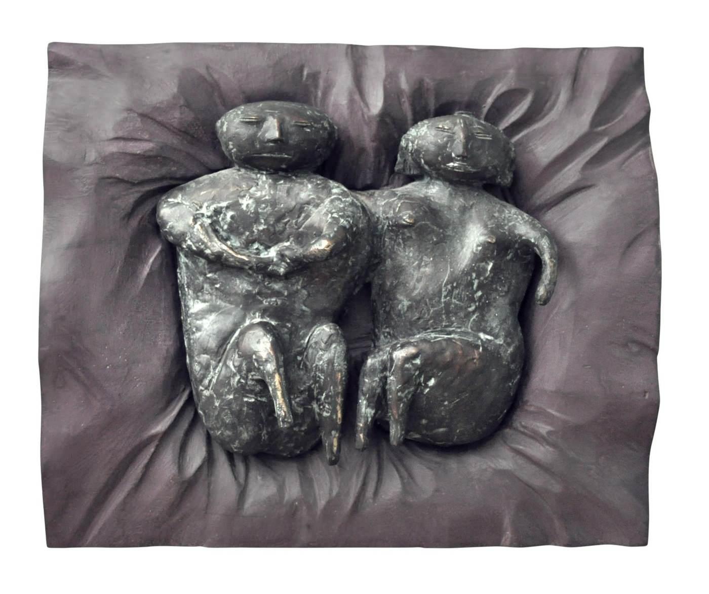 Виктор Корнеев. Из серии «Давление», 2003 Бронза, дерево, 55х40х30 Courtesy of the East Meets West Gallery
