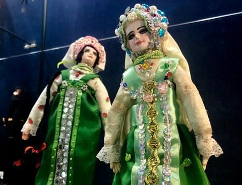 """Exposición de muñecas """"Mundo de cuento de hadas"""""""