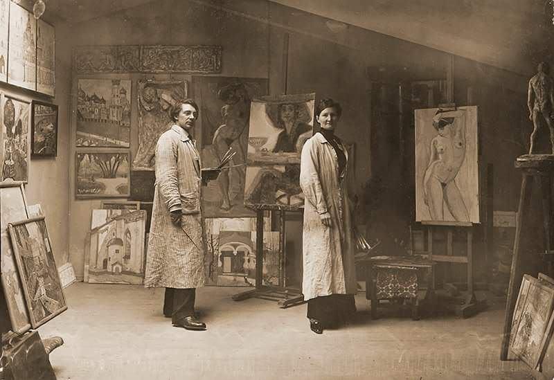 На фото Ксан и Юлия Крон в своей мастерской