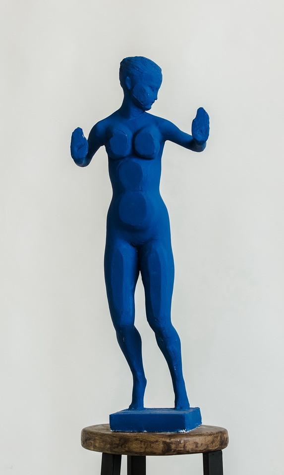 Гурген Петросян. Из серии «Модели Ива Кляйна», 2018 эпоксидная смола, автомобильная краска, 80 х 30 х 17 см