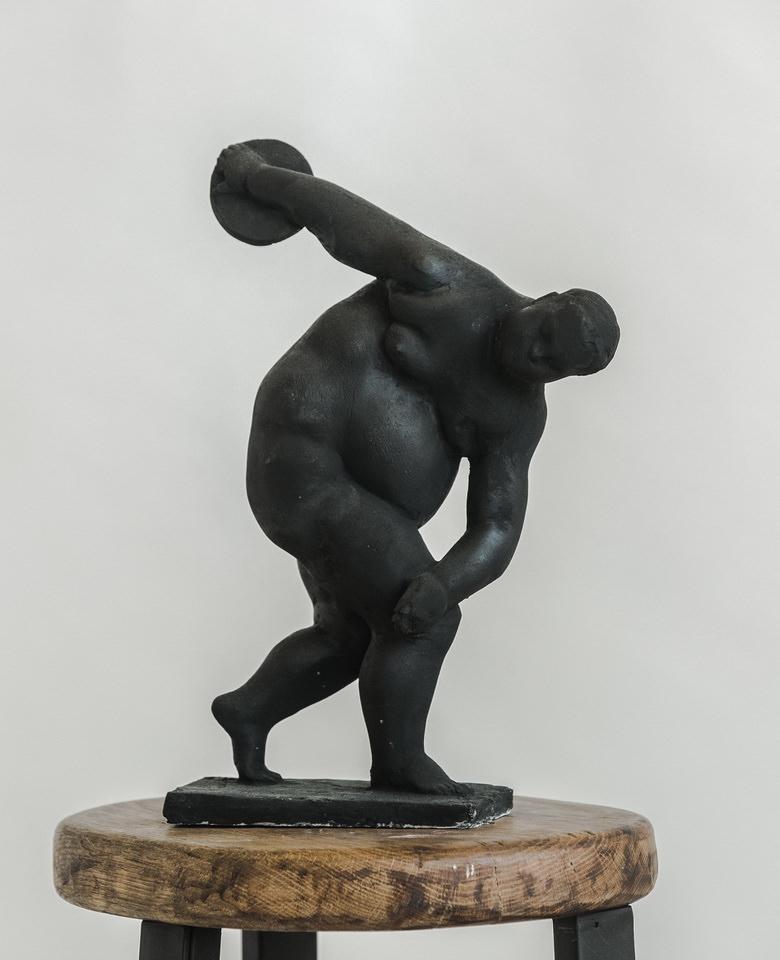 Гурген Петросян. Дискобол. Из серии «Герои и боги», 2016, пластик, 36 х 23 х 9 см