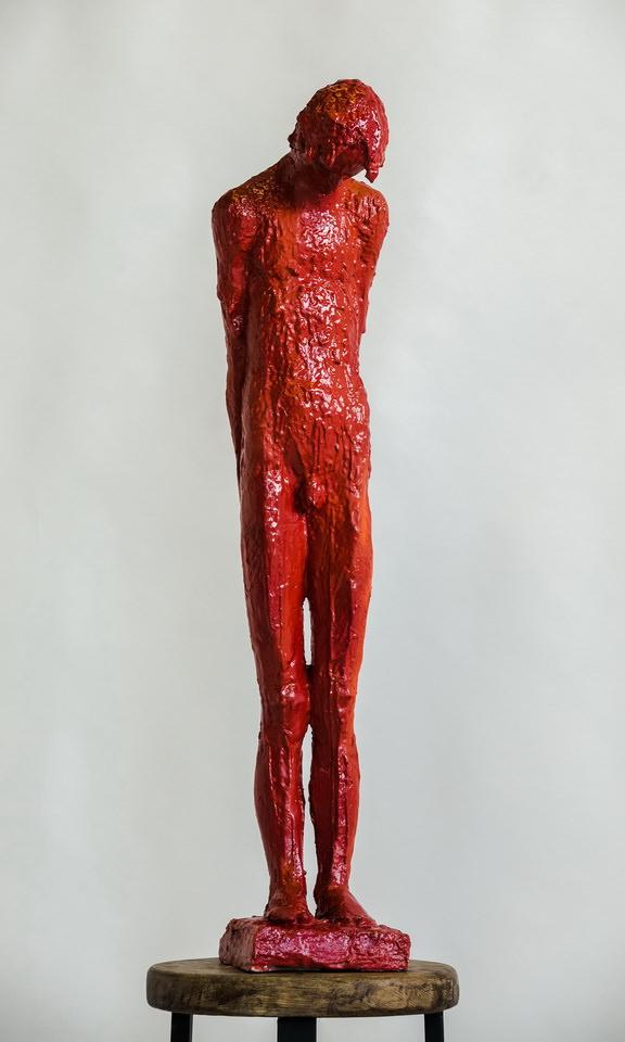 Гурген Петросян. Из серии «Красные». 2016, гипс, автомобильная краска, 92 х 10 х 10 см