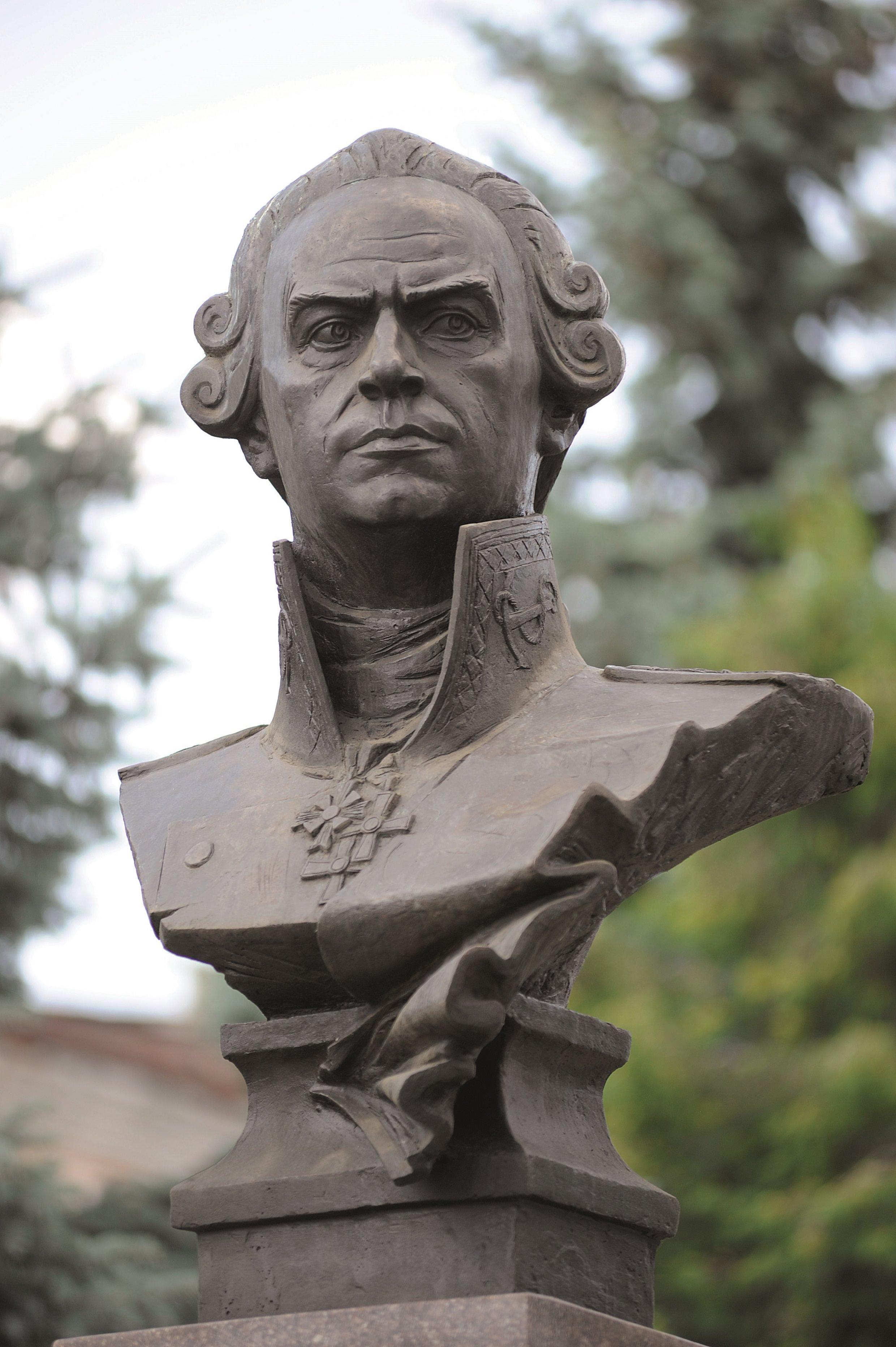 Портрет Ф. Ушакова 1996, бронза, гранит