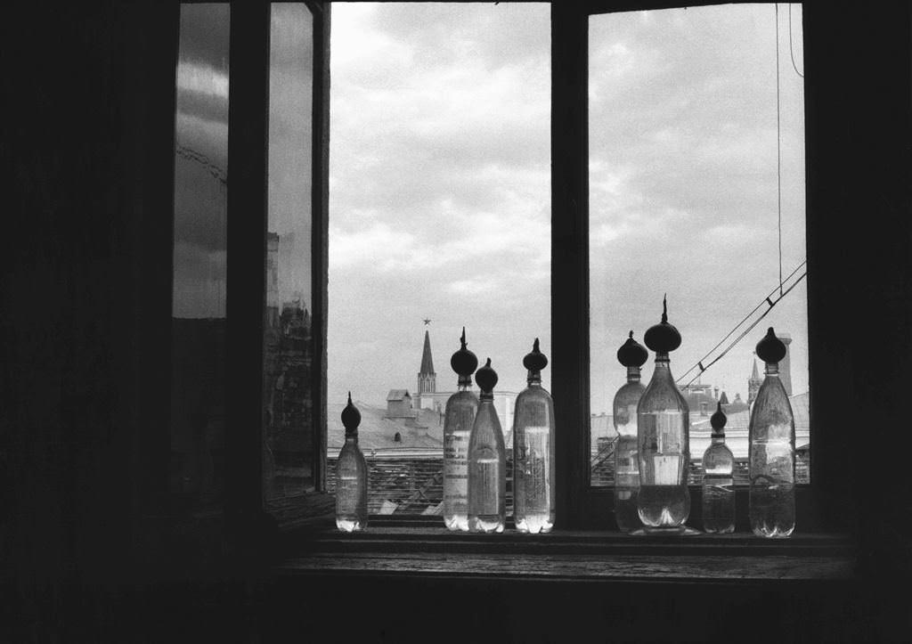 Ольга Чернышева. ЛУК AT THIS1997, бумага, чб фото, 70х100см (собрание Крокин галереи)