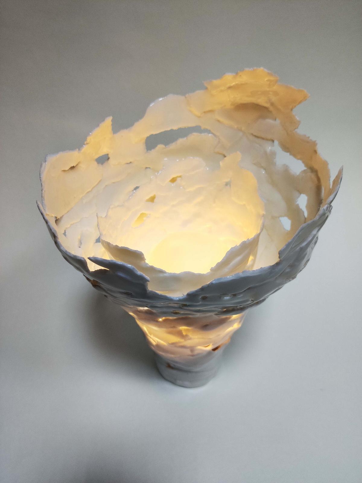 Наталия Хлебцевич. Белый ветер, 2021. Фарфор, 18х18х25 Courtesy of the East Meets West Gallery