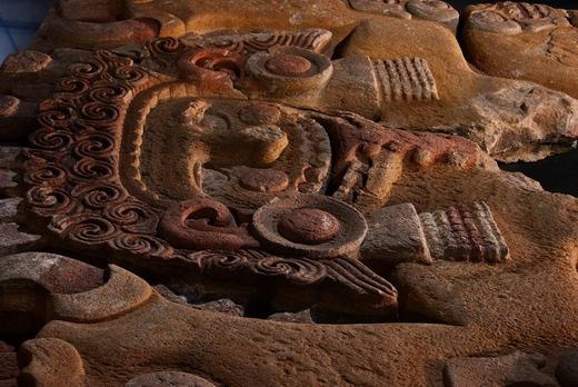 На веб-сайте INAH три знаковые для мексиканской культуры скульптуры - Койолксаухки, Тлалтекухтли и Камень Солнца (Piedra del Sol) - теперь доступны для детального изучения всем желающим.