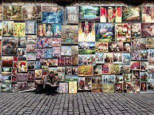 Уличная продажа картин в Кракове